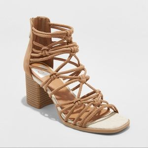 NWT Dolce Vita Knotted Strappy Heels Size 8